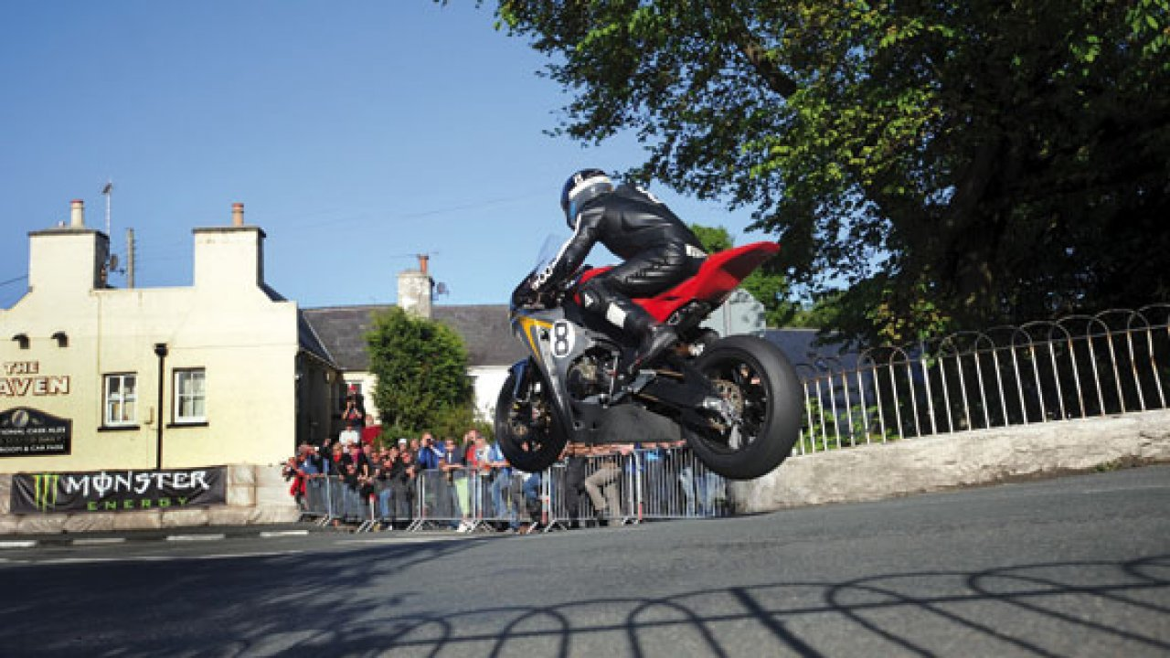 guy martin racing at the isle of man tt